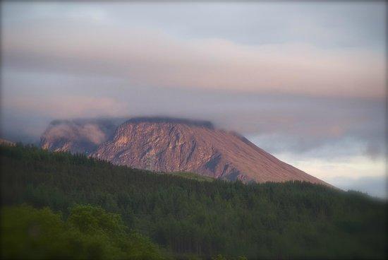 Lochaber Lodges: sunset Ben Nevis