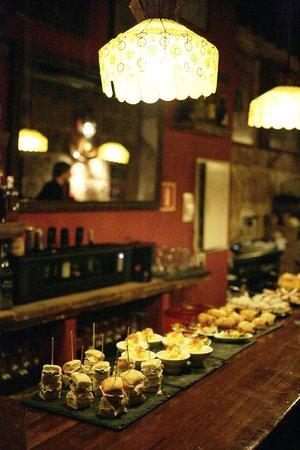 Bar Espana : Pinchos en la barra
