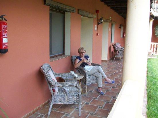 Hotel Molino Del Puente Ronda: On terrace outside room