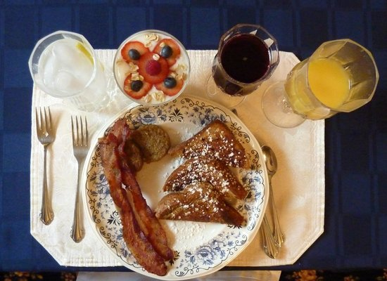 1875 Homestead Bed and Breakfast: Delicious Breakfast 3