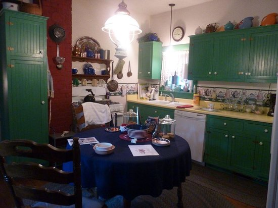 1875 Homestead Bed and Breakfast: The Kitchen