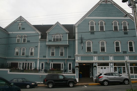 Lunenburg Arms Hotel: Front of hotel