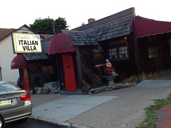 Finelli's Italian Villa : charming neighborhood restaurant