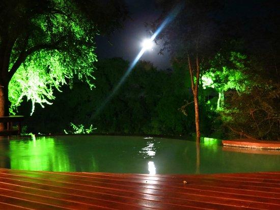 Imbali Safari Lodge: Moon rise