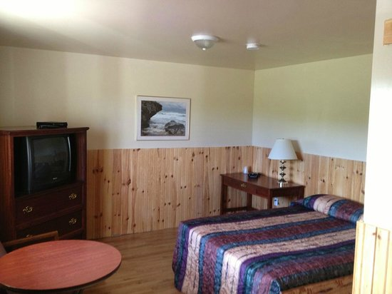 Sawpit Bay Motel and Cottages: Guest room