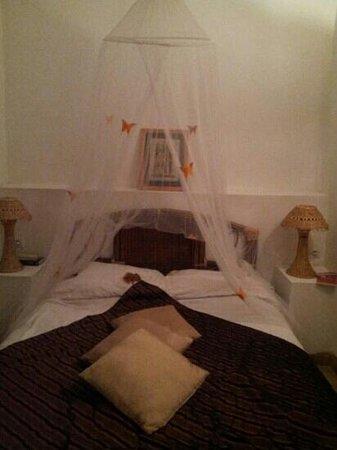 Riad Limouna: chambre Safran décoration simple mais qui invite à.....