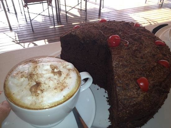 Jandaya Cafe: freshly baked cakes...