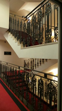 Grand hotel via Veneto: Classic Staircase .. don't need it. You have lifts.