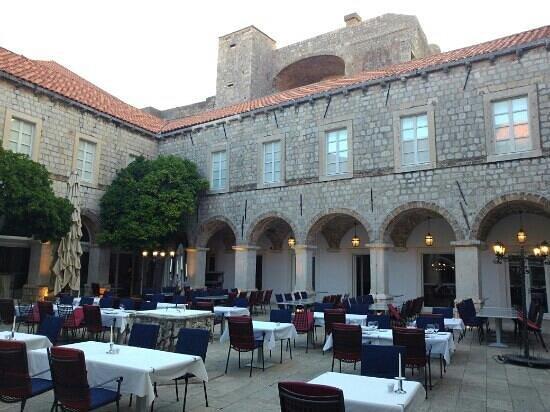 Klarisa Restaurant - Mediterranean delicacies: Outside