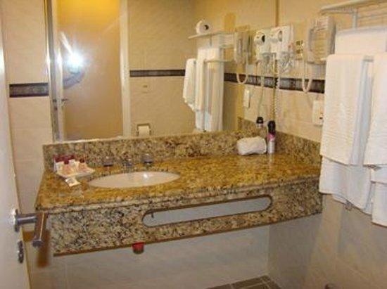 Augusto's Copacabana Hotel : Baño de la habitación
