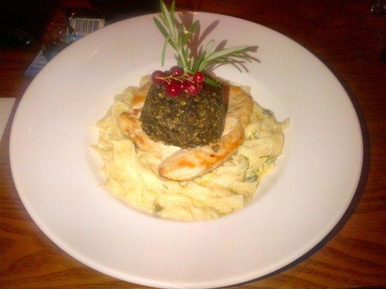 Inverkip Hotel: Chicken breast with haggis on tagliatelle with leek nd cream sauce