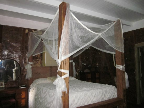 Bayou Cabins: Bayou Museum home-made Queen Bed with Mosquito Net accent