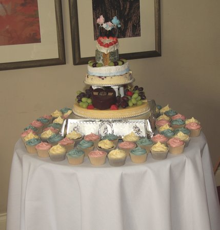 Mortimer Arms Hotel: How the chefs put together and decorated our cake