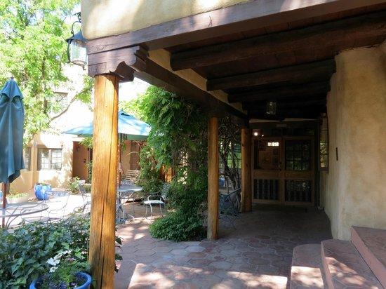 Inn on La Loma Plaza: Partial exterior