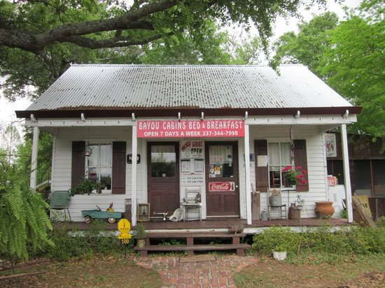 Bayou Cabins: Front View of Bayou Boudin and Cracklin Cafe (Breakfast Served Here)