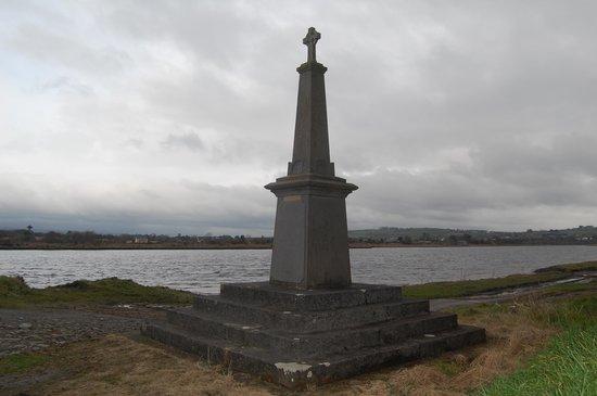 Ballykissane Pier: Ballykissane Monument