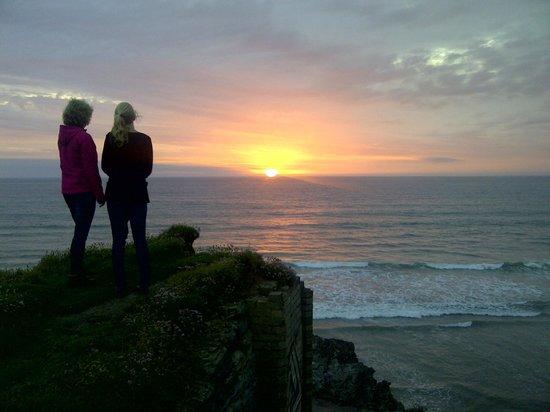 Best Western Porth Veor Manor Hotel: Zonsondergang bij wandeling langs de rotsen