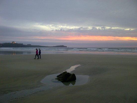 Best Western Porth Veor Manor Hotel: Zonsondergang bij wandeling over het strand