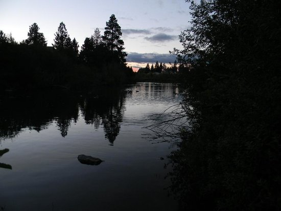 Shilo Inn Suites Hotel - Bend: Deschutes river