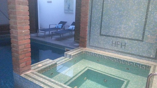 Hinton Firs Hotel: Indoor pool and jucuzzi