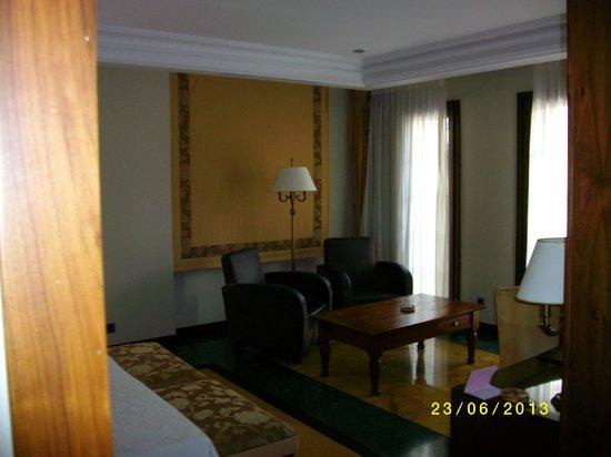 Hospederia Real De Bejar: salon dans la chambre