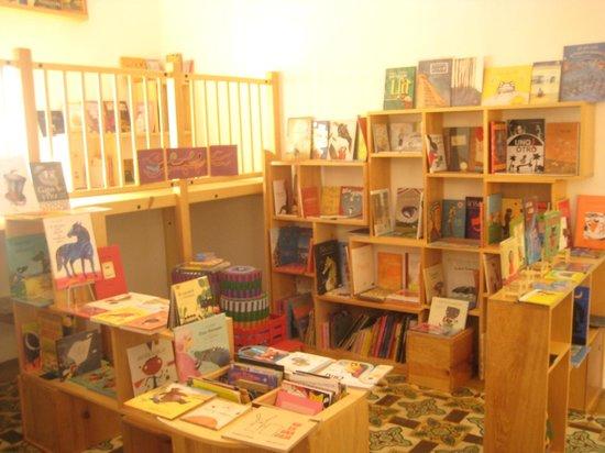 La Jicara: La Jícarita. Espacio infantil de la librería La Jícara