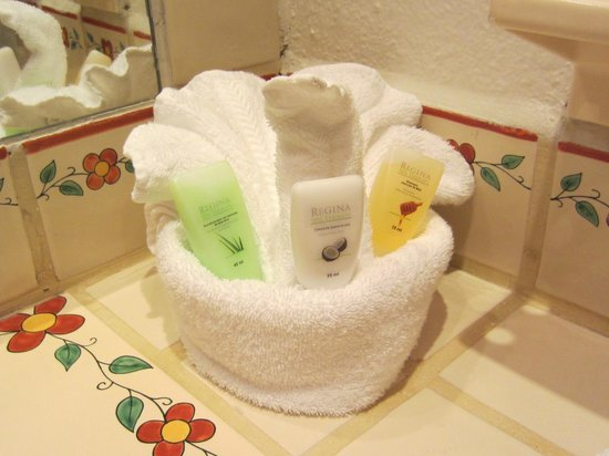 Tropicana Inn: Towel art with honey shampoo, coconut lotion and conditioner.