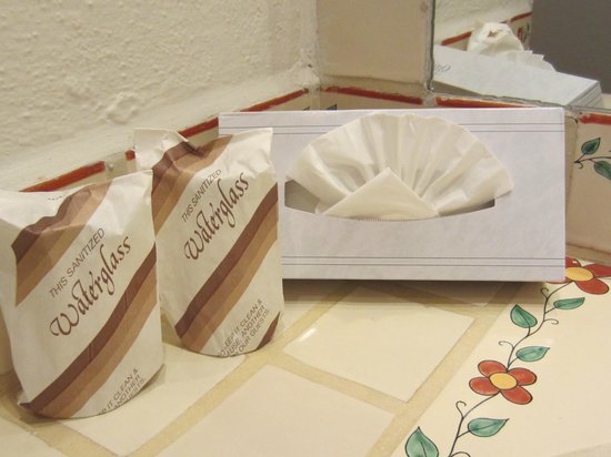 Tropicana Inn: Tissue art