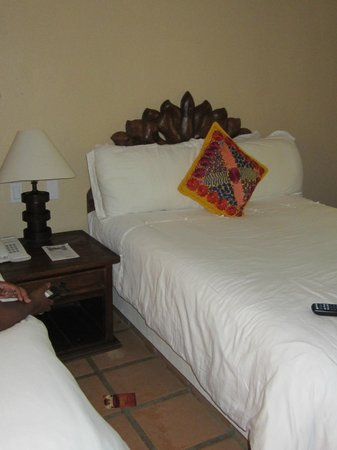 Tropicana Inn: One of the bed in our double bed room.