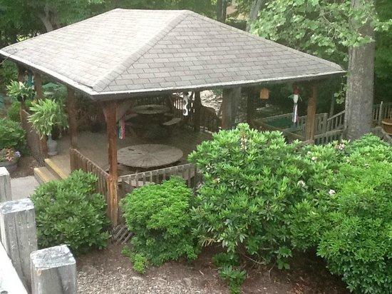 Jonathan Creek Inn and Villas: place toe at by creek