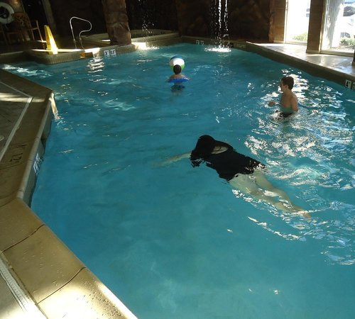 Hampton Inn Virginia Beach Oceanfront North: Indoor grotto pool