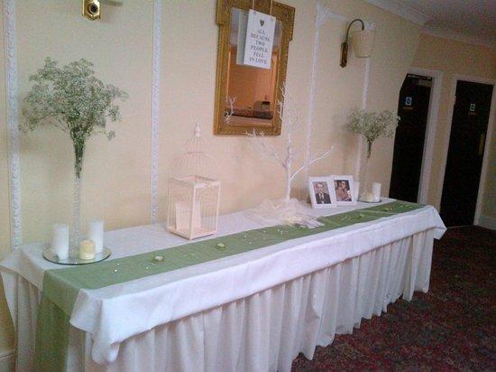 Bridge Hotel: In the reception room
