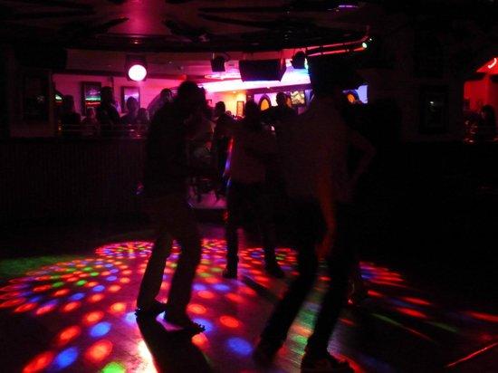 Hard Rock Cafe Hurghada : il locale (pista da ballo e bar sullo sfondo a dx)