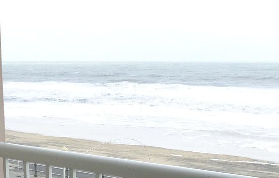 Hampton Inn Virginia Beach Oceanfront North: Right outside our balcony!