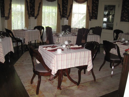 Berry Manor Inn: Breakfast area