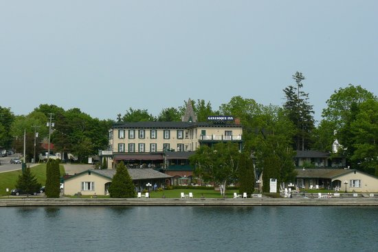 The Gananoque Inn and Spa : Vista Albergo dal Traghetto