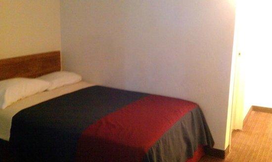 Americas Best Value Inn & Suites-Walker/Grand Rapids North: Hotel Room