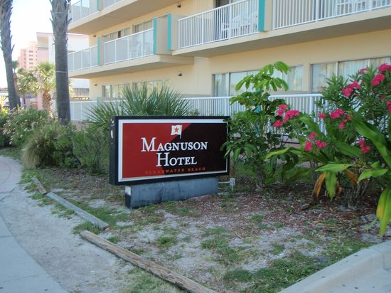 Magnuson Hotel Clearwater Central: Outside of Hotel