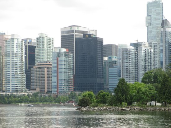 Coast Coal Harbour Hotel by APA : A view of Hotel from from Stanley Park