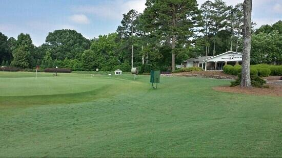 University of Georgia Golf Course : #9 green and clubhouse