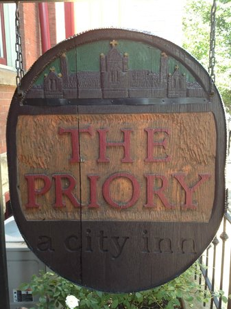The Priory Hotel: Entry