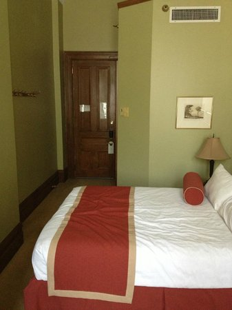 The Priory Hotel : Room #102