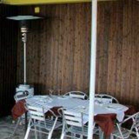 Bodegon O Carro: rincon de terraza