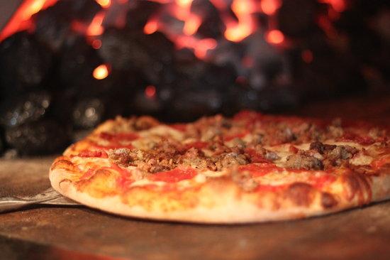 Dante's Coal Fired Pizza: Carne Pizza