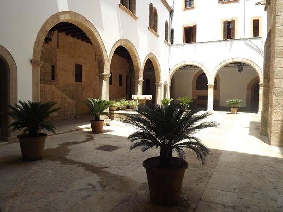 Palau de l'Almudaina : Inner Courtyard