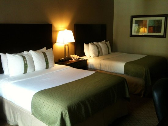 Holiday Inn Suites Kamloops: Beds