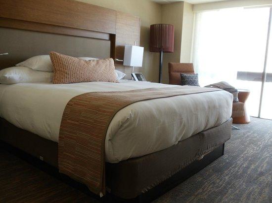 Grand Hyatt San Francisco: Big, comfy bed felt good each night after all the walking