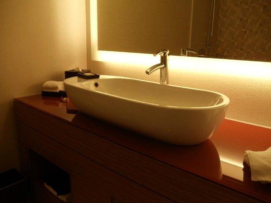 Grand Hyatt San Francisco: Modern sink in bathroom