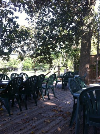 Creekside Dinery: More of the fine outside dining area