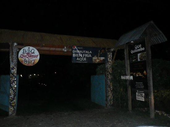 Que Quilombo: Entrance